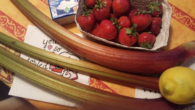20180613_120326 rhubarb strawb